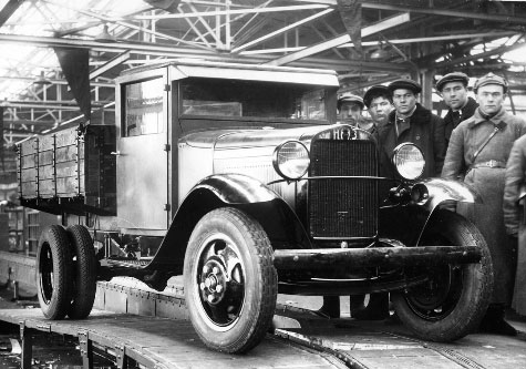 The first GAZ-AA is rolling off the lines. Nizhny Novgorod. 1932